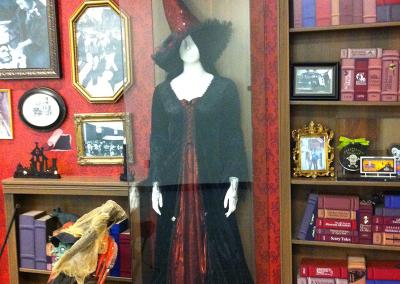 portfolio_haunted_house_history_02